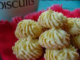 Meski tidak mengandung gula namun camilan ini dijamin akan tetap enak karena mengandung rasa manis alami dari buah pisang. 20 Kue Kering Lebaran Khas Dan Ikonik Wajib Ada