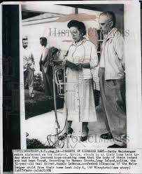 1956 Press Photo Betty Weinberger and Husband Morris makes ...