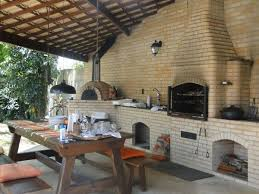 + balcão refrigerado sob medida otimiza espaço de área gourmet Area Externa Com Churrasqueira E Fogao A Lenha