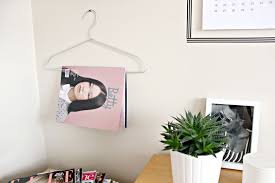 DIY: CLOTHES HANGERS MAGAZINE RACK