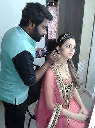 airbrsuh makeup to give the final and flawless finish actressbhavana bridalmakeup bridalmakeovers pastelpink bridalmakeupartist