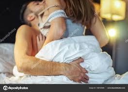Leidenschaftliche Junge Paar Beim Sex Auf Dem Bett Home Intimen