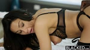 Blacked New York Escort Tiffany Brookes Gets Facial From Big Black.
