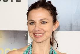 Justine Bateman is in her 40s now, but to the general public she'll always be known as superficial airhead Mallory Keaton on the '80s sitcom Family Ties. - rNptc4DaLMZl