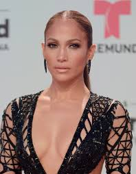 jennifer lopez went for a low key beauty look with some lipgloss and neutral eyeshadow