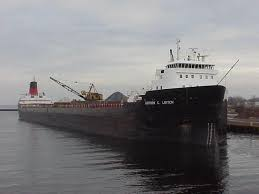 the gordon c leitch drops off a huge load of pig iron at marinette fuel dock on nov 26 2000