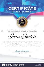 Gazzetta certificati bianchi con triangoli blu e istruzione gli elementi di  design, graduatioin il tappo della coppa. Pulire il design moderno. Sfondo  Afstract Immagine e Vettoriale - Alamy