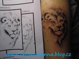 Tetování Lva A Motýla Dovol Sám Sobě Svobodně žít