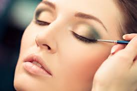 Makeup Must-Haves: Best <b>Liquid Eyeliner</b> Brands in India