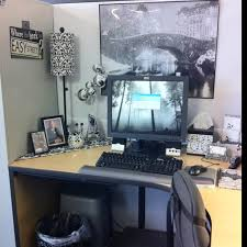 Cubicle Makeover - I really like the sign,