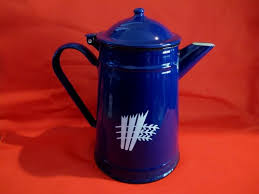 With a single cup reservoir and cord storage, the coffee maker is the portable brewer that makes anywhere perfect for great coffee. Vintage Enameled Cobalt Blue Coffee Pot Kettle Collector Retro Kitchen Reminiscethis On Artfire