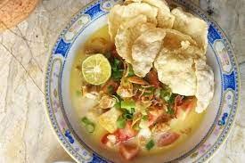 Soto betawi sangat pas dinikmati bersama perasaan jeruk limau dan emping. Resep Soto Ayam Betawi Kuahnya Segar Dan Gurih Banget