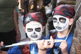 walt disney world the pirates league pirate make up pirate costumes