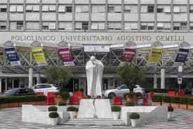 Stenosi diverticolare sintomatica del colon: la patologia che ha costretto  Papa Francesco all'operazione