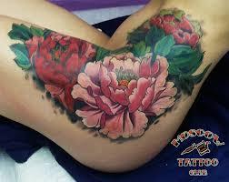 тату цветы на бедре фото татуировки в стиле ньюскул цвет 49545