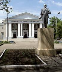 vladimir lenin biography facts accomplishments ideology statue of vladimir lenin in kamensk shakhtinsky russia
