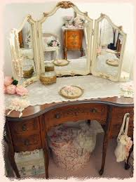 what a beautiful vanity it would look lovely with a gl top i do like the runner and i like the trifold erfly winged mirror but would like it