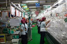 photos et images de inside a motherson sumi systems auto parts workers assemble wire harnesses at the motherson sumi systems wiring harness plant in faridabad