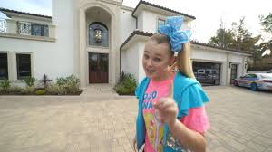 8 most expensive rucliprs cars (mrbeast, jojo siwa, logan paul, david dobrik) did you know that some of your favorite. Jojo Siwa 16 Shows Off Her Enormous New La Mansion Complete A Rainbow Bed Two Walk In Closets And Plenty Of Jojo Bows