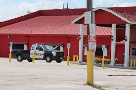 SAPD: Waiter at Little Red Barn Steakhouse opens fire after patron ...