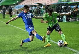 كوريا الجنوبية تسمح بعودة الجمهور إلى مباريات كرة القدم بعد أن نجحت في  السيطرة على الفيروس