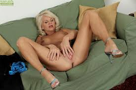 Mature blond woman masturbate