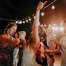 Wedding Song Playlist Hold My Drink How To Make The Best Wedding Reception Dance