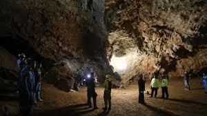 Resultado de imagen para imagenes de niños atrapados en una cueva