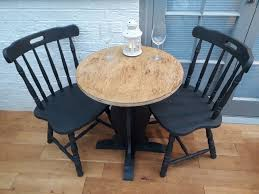 lovely solid oak round bistro cafe table and 2x spindle back chairs in annie sloan