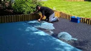 sreading wet pour rubber safety surfacing