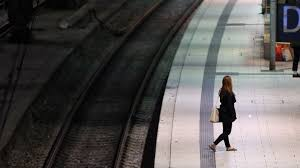 Die deutsche bahn ag ist das größte eisenbahnunternehmen in mitteleuropa mit sitz in berlin. L2hny0mrhju Rm