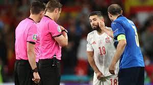 Seitenwahl beim EM-Halbfinale: Italiens Giorgio Chiellini erklärt die Szene  zwischen ihm und Spaniens Jordi Alba