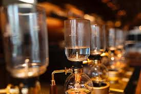 Design and composition of the vacuum coffee maker varies. Siphon Coffee Maker Top 5 Best Vacuum Coffee Makers In 2021 Black Ink Coffee Company