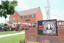 Aramark Tower Cafe In Columbia Illinois Cafe On The Abbey Keeps It Local On