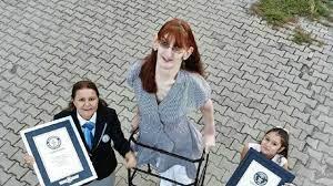 Dünyanın en uzun boylu kadını Guinness Rekorlar Kitabı'nda - Son Dakika  Haberleri