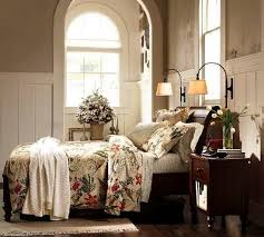 Four post bed in dark wood, bedroom decorating in Colonial style
