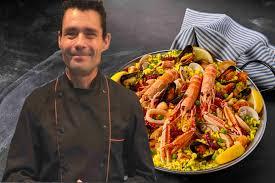 Suivez Les Cours De Cuisine Du Roi De La Paella En Vidéo