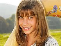 """Lisa Stoll, Alphornbläserin. Die kleine """"Swiss Lady"""" aus Schaffhausen eroberte mit ihrem Alphornspiel die Herzen der TV-Zuschauer. - Stoll"""