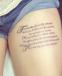 Oberschenkel Schrift Tattoo Frau Tattoos Tattoo Sprüche Tattoo