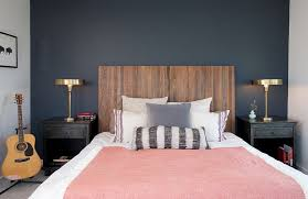 Bedrooms:Masculine Modern Bedroom With White Bed And Double Metalic Magic Table  Lamps On Nightstands