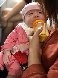 5 kinh nghiệm đi máy bay cùng em bé sơ sinh