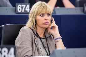 Alessandra Mussolini, scatta la censura per le foto della ...