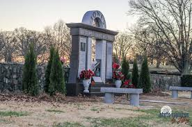 side view of george jones site woodlawn cemetery nashville tn