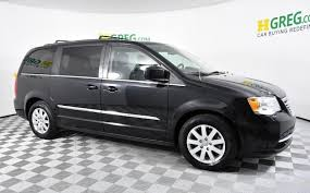 2016 chrysler town country touring 0