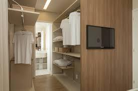 quarto com closet simples solteiro