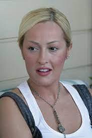 Helin Avşar estetiğin dozunu kaçırınca o isimlere benzetildi... Hülya Avşar'ın  kız kardeşi Helin Avşar'ı tanımak neredeyse imkansız... - Galeri - Magazin