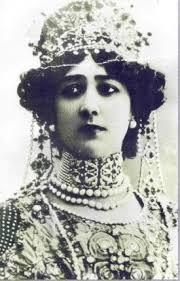 Natural de Ponte Valga (Pontevedra). De nombre Agustina Carolina Otero Iglesias, nació el 19 de Diciembre de 1868, hija de Carmen Otero ... - U1416-La-Bella-Otero.jpg