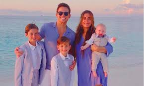 She became pregnant at age seventeen while studying at king solomon high school. Dancing On Ice Star Joe Swash S Family Meet His Kids Sister And Girlfriend Stacey Solomon Hello