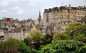 Smala gränder, ett slott på en vulkanklippa, tattoo och museum, det är bara lite av allt som väntar i edinburgh. Storleken Pa Skottland Oppna Den Vanstra Menyn Skottland Skottland Efter Facket