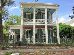 lower garden district new orleans a walkable neighborhood with traditional new orleans architecture